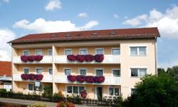 Pension Eichschmid / Röll´n Biergarten, Römerstraße 4, 93333, Bad Gögging