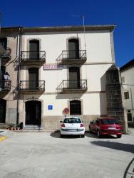 Hostal Martin, Plaza De Hernan Cortes, 6, 10750, Baños de Montemayor