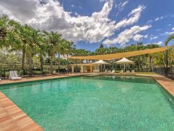 Holiday Home Resort Style Living, 8428 Magnolia Drive East, 4212, Hope Island