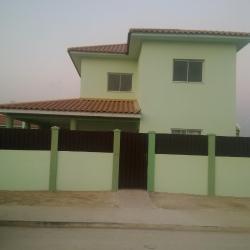 Pilartes Family House, Ao lado oposto das Bombas da Pumangol - Condomíno Mazozo - Casa 77,, Porto Amboim