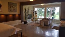 Teehouse Bed & Breakfast, 2512 Tuscany Drive, V4T 3B6, Kelowna