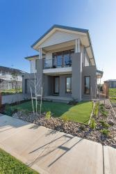 Wyndham Harbour Villa - Melbourne, 35 Starboard Way, 3030, Werribee South