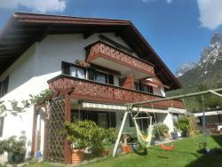Ferienhaus Lipp, Partenkirchner Str. 32 b, 82481, Mittenwald
