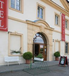 Hotel Tynec, Klusackova 2, 257 41, Týnec nad Sázavou