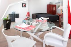 Chambres d'Hôtes Aux Deux Buis, 21 rue de Lyon, 71000, Mâcon