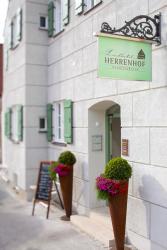 Landhotel Herrenhof, Marktstraße 21, 86643, Rennertshofen