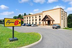 Super 8 Huntsville, 225 Main Street West, P1H 1Y1, Huntsville