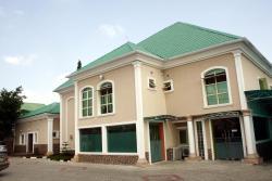 B's Hive Hotels and Suites, House 81, 4th Avenue, Citec Villas, Gwarinpa,, Kado
