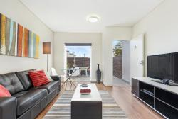 Glebe Self-Contained Modern One-Bedroom Apartment (5COW), 5 / 53-55 Glebe Point Road, 2037, Sydney