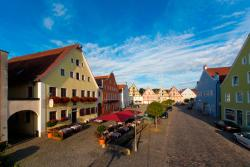 Hotel-Gasthof Dallmayr, Reichenauplatz 5, 92334, Berching