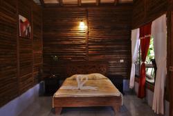 Hotel Pedacito de Cielo, 1.5 Km al norte de escuela Santa Rita,, Hacienda Tres Amigos
