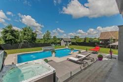 Luxury Modern Villa, 27 Rue Jacques-Poupart, J0P 1B0, Coteau-du-Lac