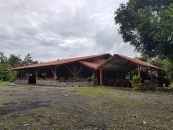 Centro Turistico Corral De Piedra, km. 3 via Villavicencio, 507007, Acacías