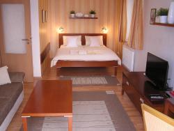 Gonda Apartments, Ve Stromovce 672/17, 50011, Hradec Králové
