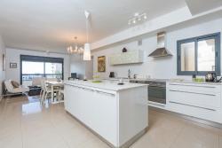Family Beach Apartment Natanya, 50 Sderot Ben Gurion, 42720, Netanya
