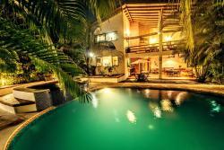 Hotel Atrapasueños, 1 km north of the Playa Carmen cross roads , in front of the superfresco, 60111, Santa Teresa