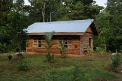 Cabañas Rusticas El Canto del Tucan, 1 km al Oeste de la Escuela La Mona,, Mona