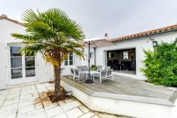 Pleasant family home near the beach, 22 Rue des Combes, 17670, La Couarde-sur-Mer