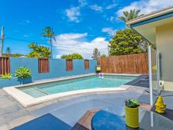 Coolum Waves Pet Friendly Holiday House, 22 Centenary Heights Road, 4573, Coolum Beach