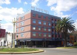 San Carlos Hotel, Avenida Alsina   101 y Avenida Almirante Brown, 6550, San Carlos de Bolívar