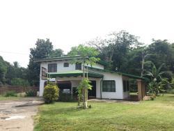 Villa Guanacaste, 75 mts Este del Puente de Sardinal, 50503, Sardinal