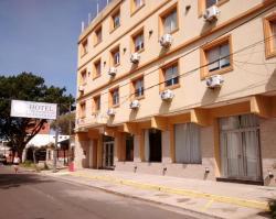 Hotel 17 de Noviembre, Calle 42 Nº438  entre 4 y 5, 7107, Santa Teresita