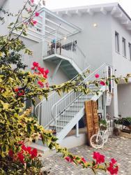 Jude's Upstairs, 92 Ella street, 1790500, Bet Leẖem HaGelilit