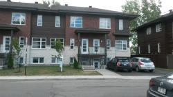 Maison de ville Confort, 1696 rue saint Gerald, J4P 2E4, Le Moyne