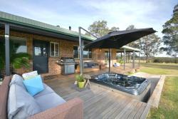 Bella Farm Country Homestead with Hot Tub, 16 Fletcher Street, Nulkaba, 2325, Cessnock