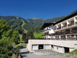 Apartment HOLIDAY - Ski-in/Ski-out, 2 Sonnalmweg, 5700, Schmitten