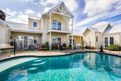 Seaside Spa Retreat, 1 Inlet St, 3195, Aspendale