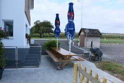 Althinouva 787 Chez Duq und Yvee, Landstrasse 3, 8595, Altnau