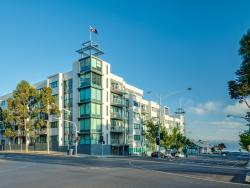 Yarra by Gold Star Stays, 2203/2 Yarra Street, 3220, Geelong