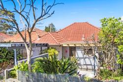 Family Beach Home near Manly, 3 Martin Street Freshwater, New South Wales, 2096, Σίδνεϋ