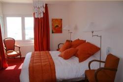 Hotel Le Suroit, 81, rue Ernest Renan, 22700, Perros-Guirec