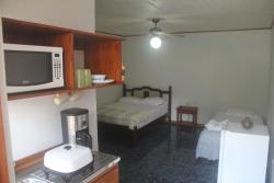 Hotel Reventazon & Guesthouse, Del Banco Nacional 25 Oeste, 30203, Orosí