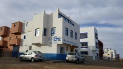 Chez Eric, Near Hotel La Corniche, 70050, Akhfennirr