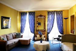 """chambres de charme """"Florence"""", 5 place du général de Gaulle, 24600, Ribérac"""