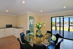 Budgewoi Beach House, 23 Budgewoi Road, 2263, Norah