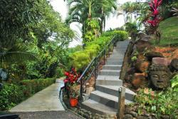 The Mango Tree Villas and Spa, 200 meters after the walking bridge over Rio Coronado, 50060, Ojochal