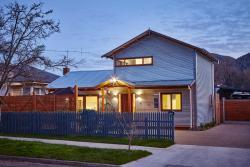 MounTin Hut - Central Bright, 16 Mountbatten Ave, 3741, Bright
