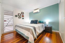 The Beach House, 30A Coral Esplanade, 4802, Cannonvale