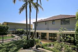 Elegant Holiday Home in Lower North Shore Hub, 40 Minnamurra Road, 2063, Sydney