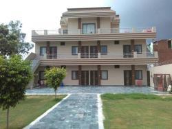 Hotel Gitanjali, Near Goverdhan Bus Stand Goverdhan Mathura Road, Goverdhan, 281502, Govardhan