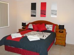 Geraldton Luxury Vacation Home, 235b Fourth St Wonthella, 6530, Geraldton