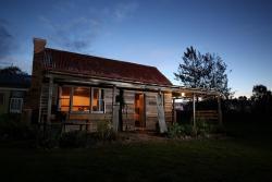 Historic Pioneers Hut, 217 Desmonds Road, 3723, Booroolite