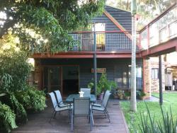 Jetz Bungalow, 3 Waterhaven Avenue, 2540, Berrara