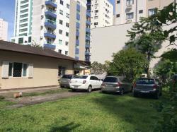 Quarto independente em casa de família, 236 Rua 3050 Casa a 230 metros da praia, 88330-308, Camboriú