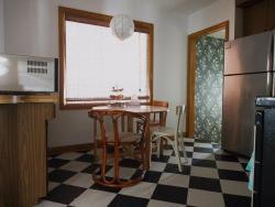 3 Bedroom Vacation House, 202 Royal Street, N2J 2H9, Waterloo