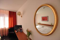 Hotel Merkur - West Station Lodge, Bahnhofstrasse 35, 3800, Interlaken